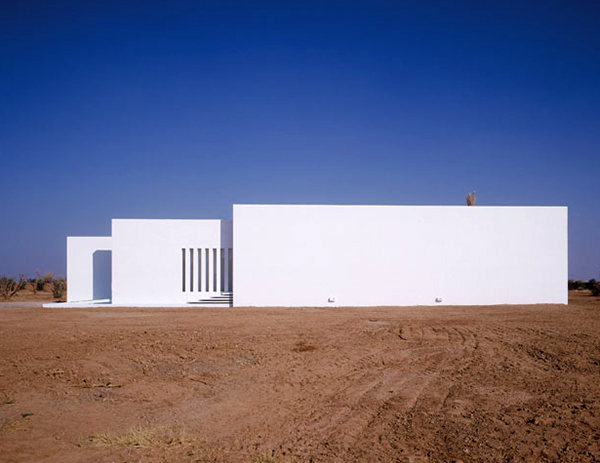 minimalist-pool-house-marrakech-3.jpg