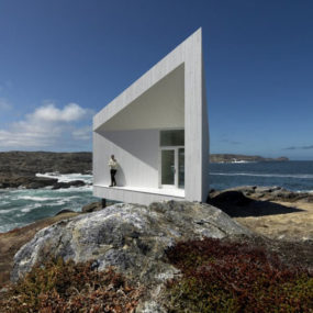 Iceberg Inspired Coastal Cottage Design Looks Surreal