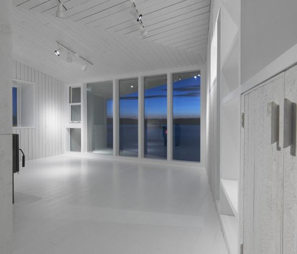 minimalist-studio-with-angled-roofline-4.jpg