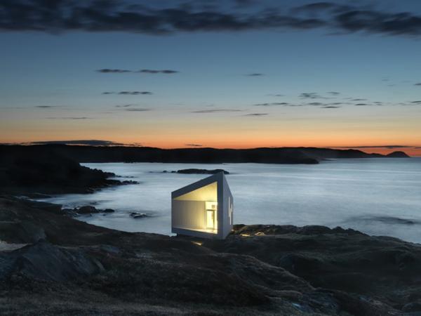 minimalist-studio-with-angled-roofline-6.jpg