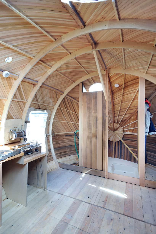 A Mobile Aquatic Pod Home For Ultra-Minimal Living