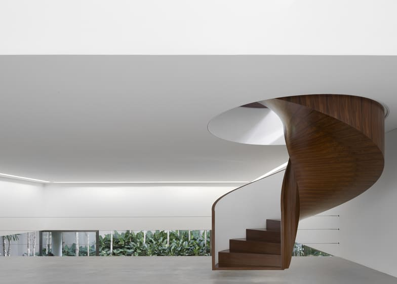 Modern art gallery house with spiral staircase feature for Architecture spiral staircase