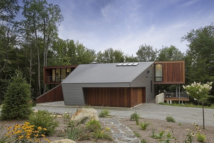 Modern massachusetts forest house with two story ceilings for Modern steel house