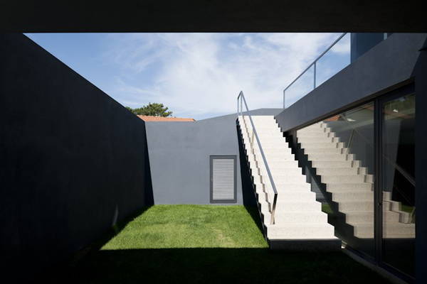 modern-multi-level-house-portugal-3.jpg