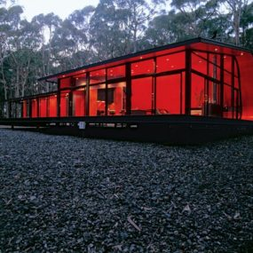 Modern weekend home will have you seeing red (and green)