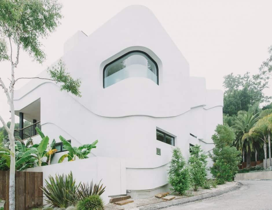 Modernist terraced house with disappearing walls and for Minimalist old house