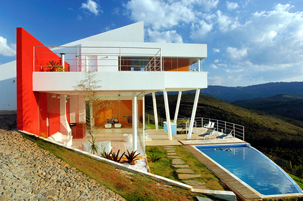 morato contemporary mountain home 1 Contemporary Mountain Home in Brazil by architect Ulisses Morato   extreme contrasts!