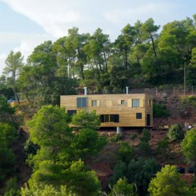 Mountain Home Ideas – Hillside Home in Barcelona