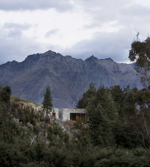 mountain retreat lake wakatipu 10 Mountain House Architecture   cozy mountain retreat integrates into surroundings in New Zealand