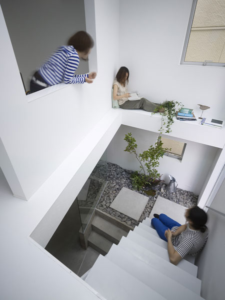 Amazing House Design in Japan - a garden inside the house ...