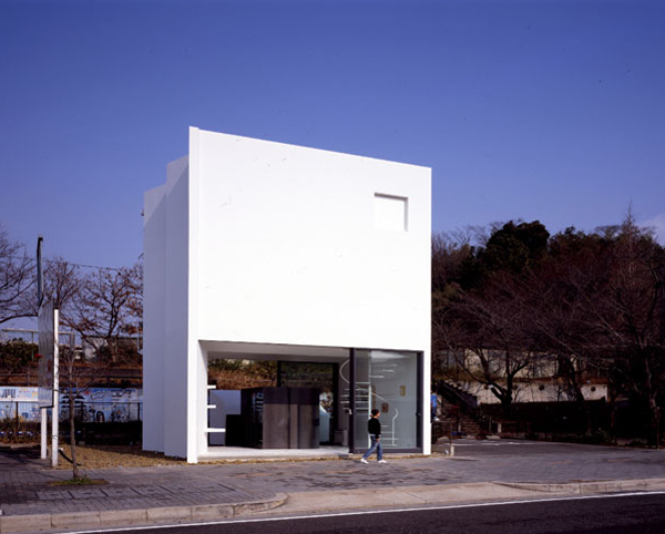 Japanese home architecture hidden behind the minimalist for Minimalist box house design