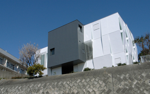 natural cube house 2 Cool Contemporary Cubes Take Shape in Japan, by Endoh Design