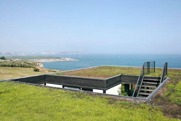 nolaster house 1 Modern Green Roof House Overlooks Bay of Biscay