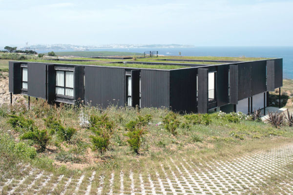 nolaster house 2 Modern Green Roof House Overlooks Bay of Biscay