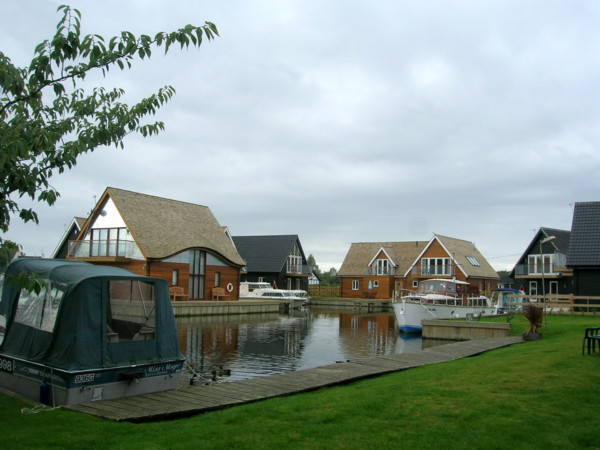 norfolk boatyard home 2 Modern Boat House in Norfolk, UK   Ferry Boatyard House by LSI Architect