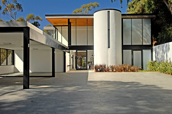 oakmount house 1 Luxury House Makes Modern Luxury a Daily Event in Beverly Hills