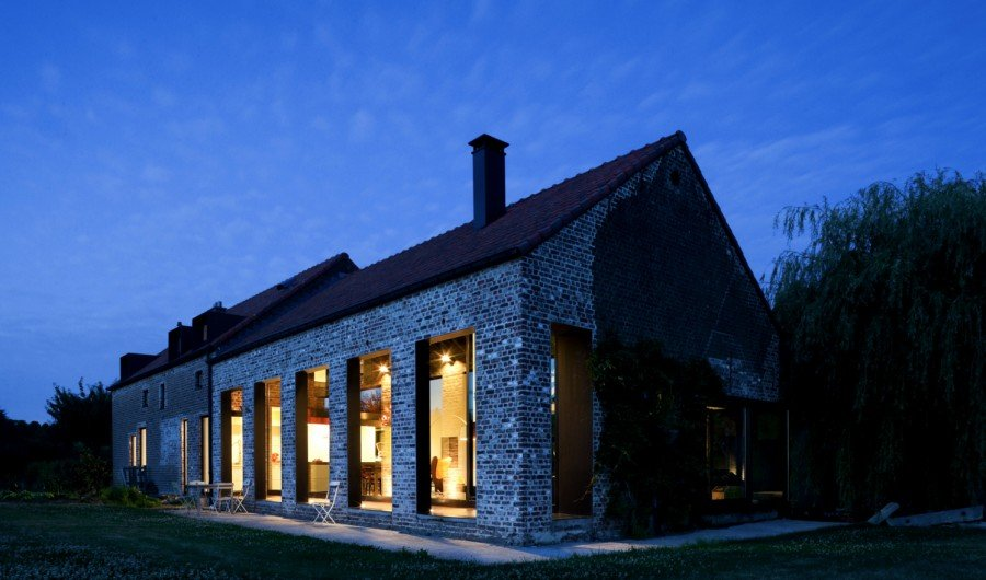 View In Gallery Old Farmhouse Turned Contemporary By Studio Farris 12