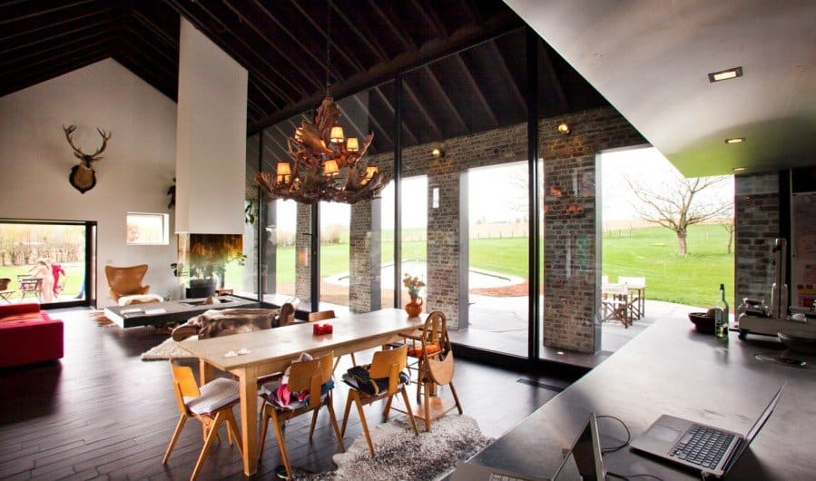 View In Gallery Old Farmhouse Turned Contemporary By Studio Farris 8
