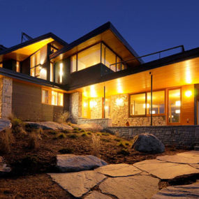 Ontario Eco House Operates Off the Grid