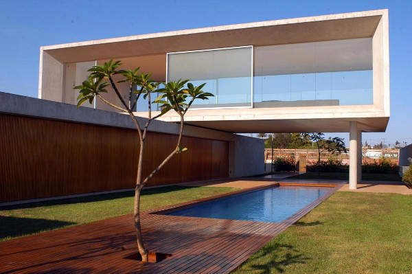 osler house 1 Modern House in Brazil   Earth, Air and Water Come Together in Osler House