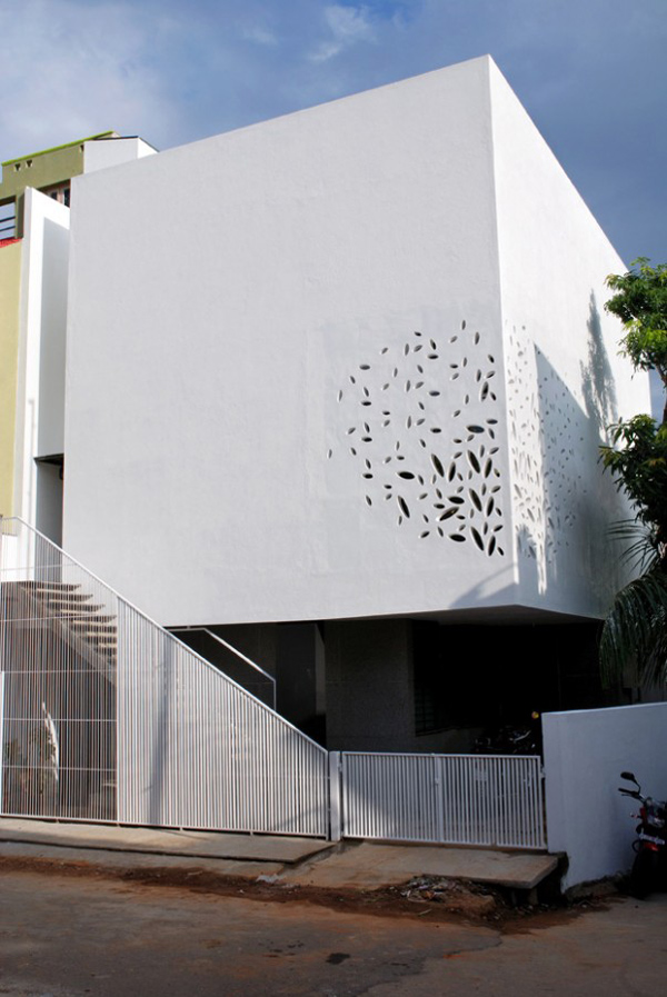 India house design with amazing exterior walls and courtyard for Architecture design for home in india