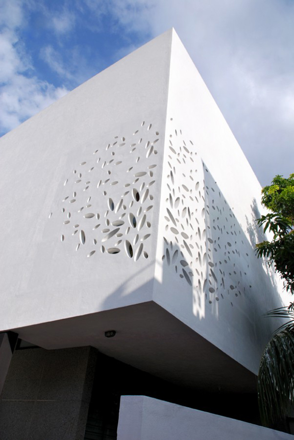 India house design with amazing exterior walls and courtyard for Modern exterior wall design