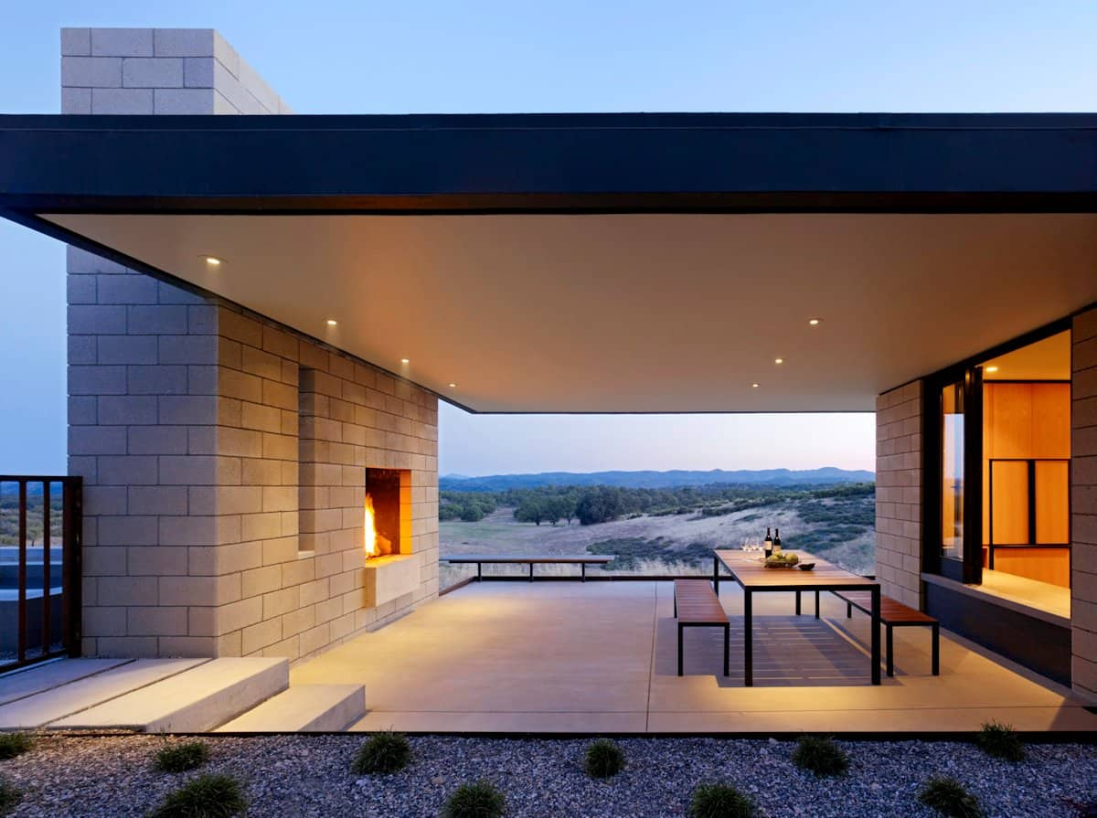 Passively cooled house with outdoor living spaces for Terrazas modernas minimalistas