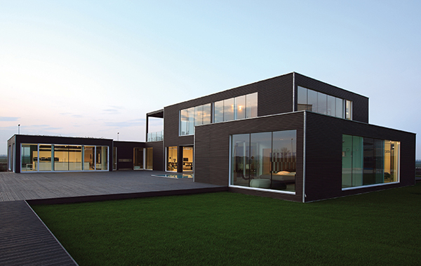planit 1 Modern Prefabricated Home Showcases High End Furniture from B&B Italia!