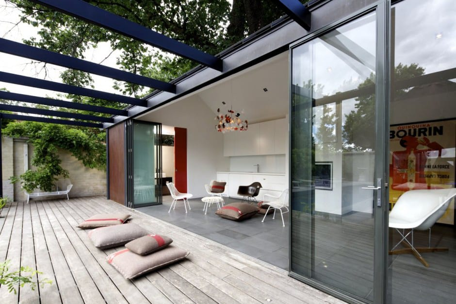 View In Gallery Posh Pool House With Glass Walls 4
