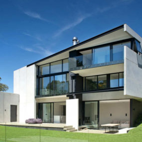 Precast Concrete Walls House in New Zealand
