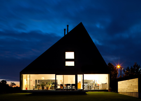 pyramid-house-design-9.jpg