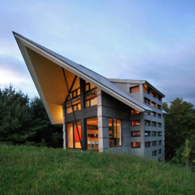 Quebec Countryside Slope House with Upper and Lower Walkouts