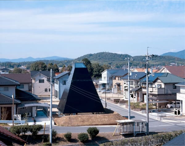 raised house plan modern open stairwell 1 Pyramid Architecture ... in Japan