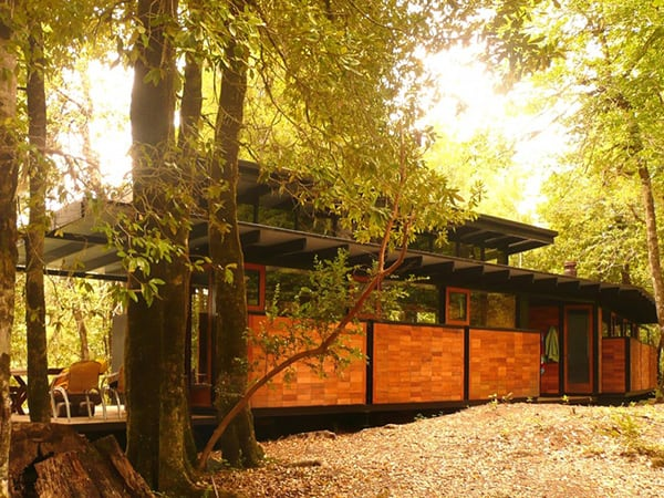 recycled-wood-cottage-chile-16.jpg