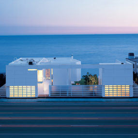 Luxury Beach Houses – Oceanfront Design with White Exteriors and Interiors