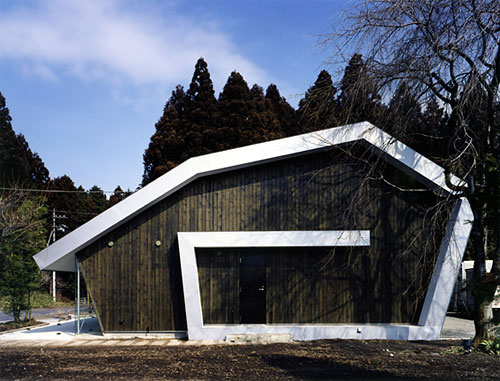 rolled roof house 1 Contemporary Japanese House   Live / Work House