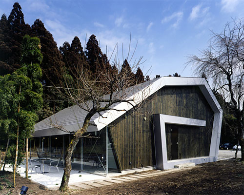 rolled roof house 2 Contemporary Japanese House   Live / Work House
