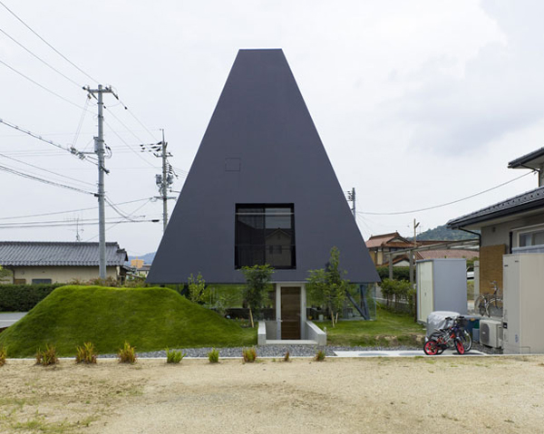Japanese Architecture Style – Pyramid Shaped House