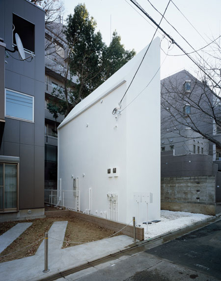 schemata architecture house 2 Small Home Design in Tokyo – angular house by Schemata Architecture