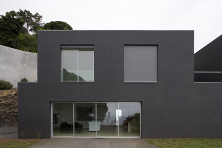 seaside home design paulo david 2 Seaside Home Design in Portugal   simply black and white