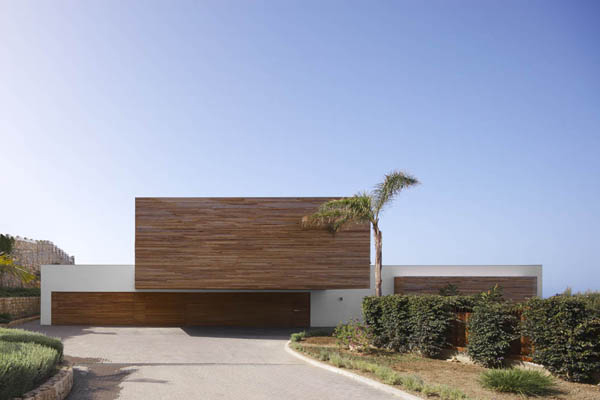seaside luxury homes 1 Seaside Luxury Homes: Casual cool and opulence in Almunecar