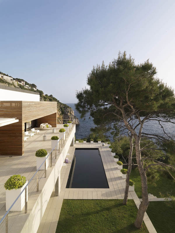 seaside luxury homes 7 Seaside Luxury Homes: Casual cool and opulence in Almunecar
