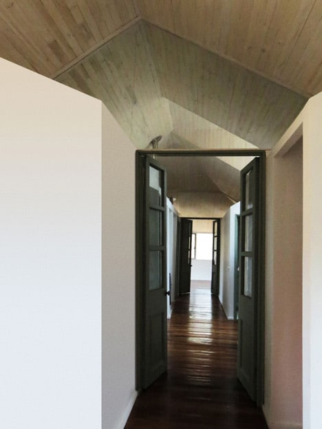 shed-house-built-from-sheds-8-private-hallway.jpg