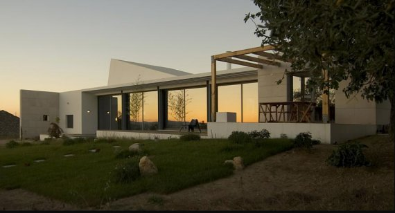 silva ferreira house 3 Contemporary Ranch Style Home in Portugal Embraces Outdoor Living