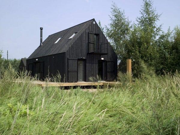 simple summer house russia 1 Simple Summer House in Russia