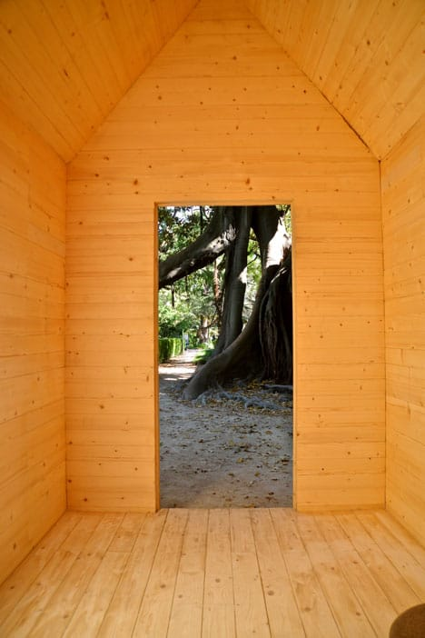 simplest-reading-cabin-to-build-doorway-from-inside.jpg