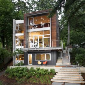 Small Footprint, Soaring Stature: Modern vertical house maximizes views and nature