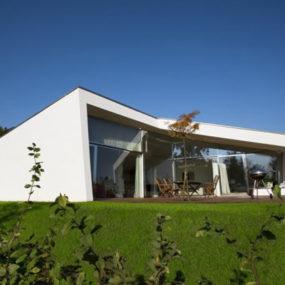 Small Villa Design: Cute and Just Right