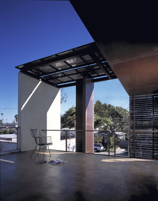 solar umbrella house 10 Sustainable Solar Umbrella House by Award Winning Architect in Venice, California