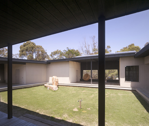 house with courtyard in the middle in australian outback